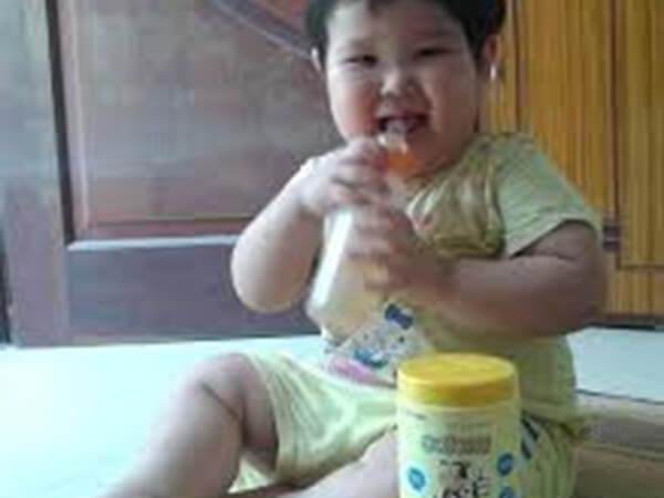 Bé tăng cần vù vù sau khi dùng sữa colomi