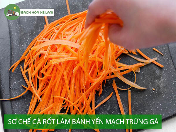 Sơ chế cà rốt để làm bánh yến mạch trứng gà