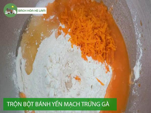 Trộn bột bánh yến mạch trứng gà