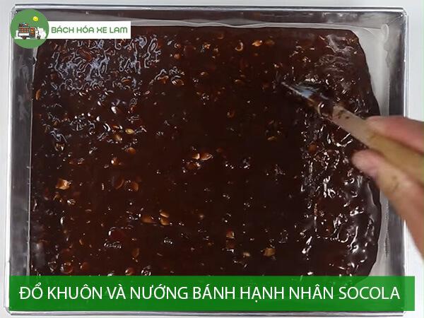 Đổ khuôn và nướng bánh hạnh nhân socola